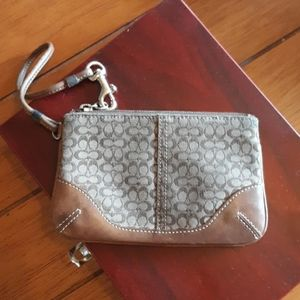 Coach Wristlet great Condition.